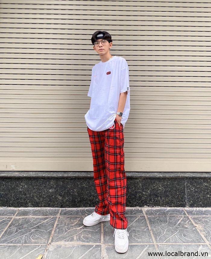 ao-thun-trang-phoi-quan-ong-rong-caro-streetwear