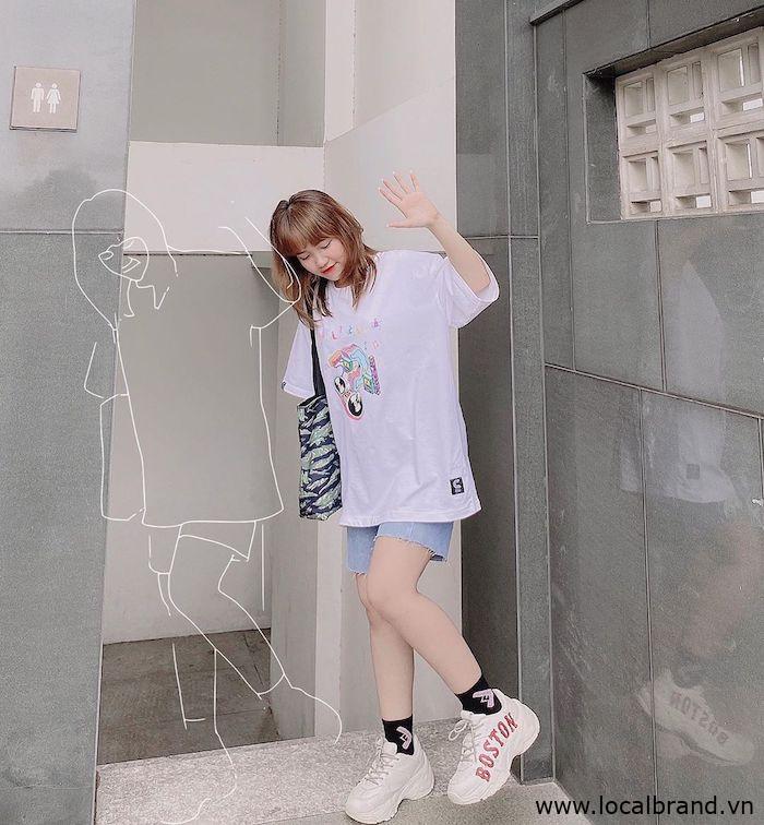 ao-thun-trang-voi-quan-jean-streetwear