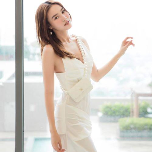 Outfit trắng nhẹ nhàng thoát tục cùng Ninh Dương Lan Ngọc