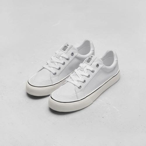 Đơn giản nhưng không giản đơn cùng local brand sneakers trắng Ananas