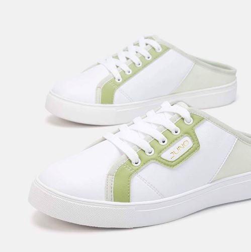 Thời thượng cùng local brand sneakers trắng đạp gót Juno