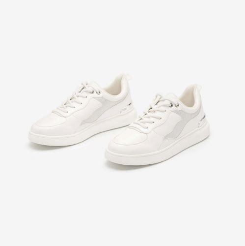 Thanh lịch trang nhã cùng local brand sneakers trắng Vascara