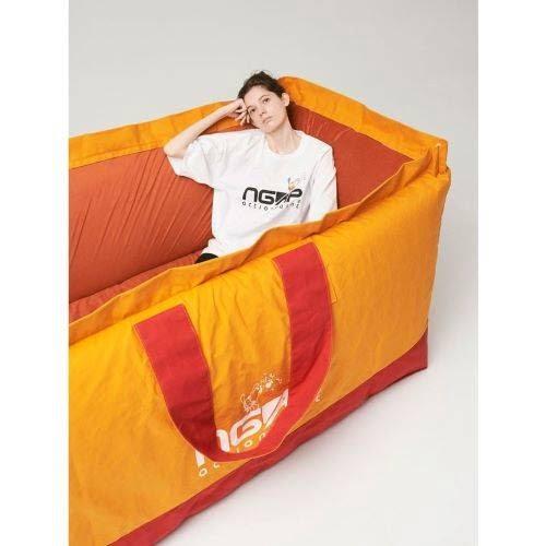 Túi Tote phiên bản giường ngủ và sự hợp tác của NGAP and SKOLOCT