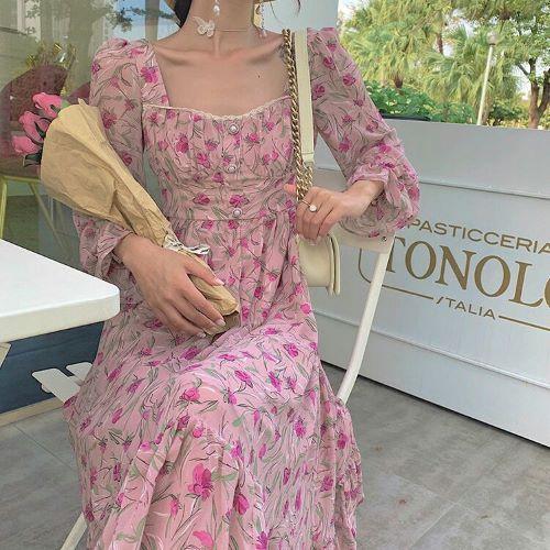 Phong cách retro đầy thời thượng với váy hoa nhí
